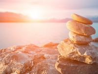 freepik.com_free-photo_stones-stacked-in-the-sea-at-sunset_925639.htm_Designed by Whatwolf_klein_HEADER_Moessler_3